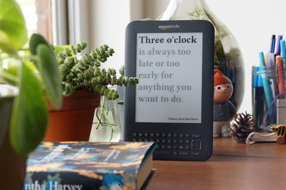 Citaten Uit Nederlandse Literatuur : Literaire kindle klok van nederlandse journalist gaat viraal